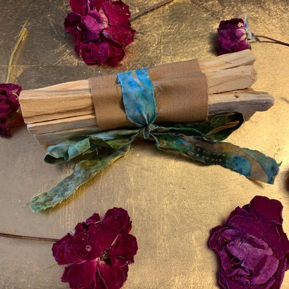 Bundle of 5 Palo Santo Sticks Holy Wood Smudge Kit